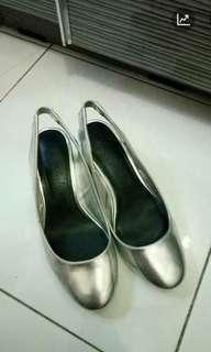(turun harga) Bershka silver block heels