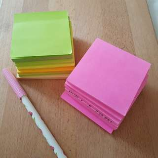 Sticky notepad Post-it etc