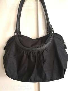 Agne Voyage shoulder bag