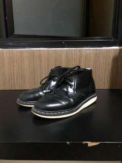 Dr. Martens Manton Leather Black