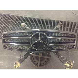 CAR FRONT GRILL & SIDE MIRROR  SPRAY PAINTING