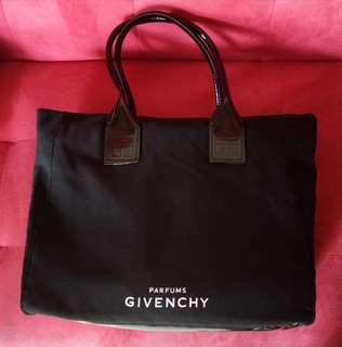 Givenchy Counter Gift