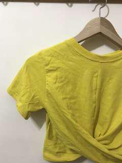 🚚 黃色扭結短版上衣