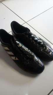 Sepatu futsal / running adidas