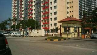 ByAPARTMENT VISTA PINGGIRAN PUTRA AT SERI KEMBANGAN