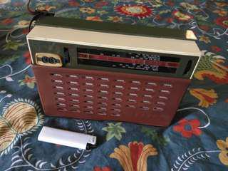 Antique traveling radio (working)