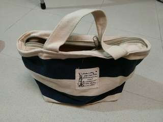 Small bag with zipper