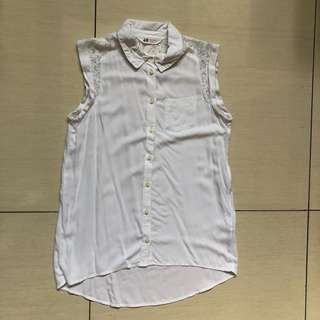 H&M white collared sleeveless button down top