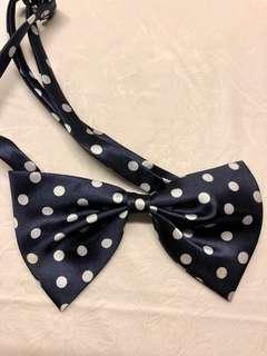 👦🏻(包郵) 深藍白色波點 Bow Tie