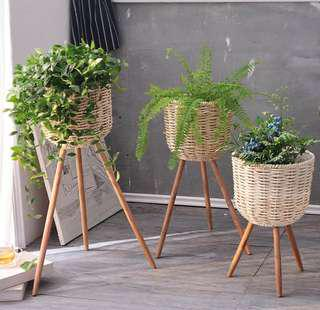 Basket Planter with Wood Legs
