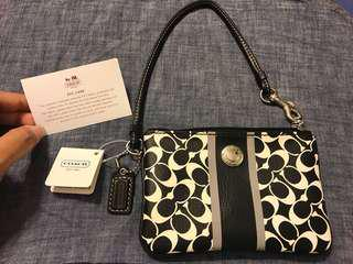 Authentic COACH wristlet (New with Tag)
