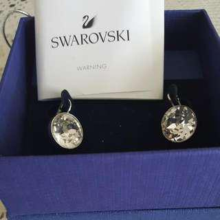 New without tags Authentic Swarovski earringd