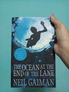 The Ocean at the end of the Lane by Neil Gaiman (Paperbag)
