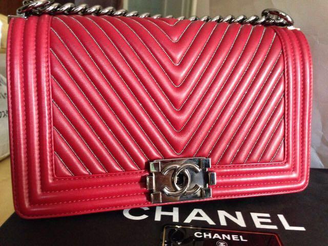 3b27bf6dd285 LIMITED EDITION !! Chanel Boy Chevron Red Medium, Luxury, Bags ...