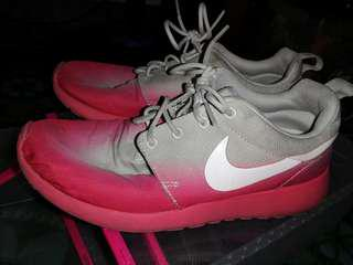 Authentic nike roshe pink ombre