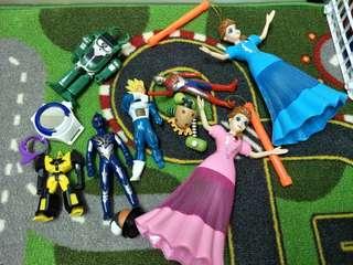 🚚 一堆粗玩玩具