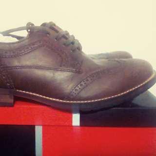 文青紳士鞋,US10號,300元,蠻好穿的,舒服。