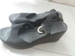 Sepatu wedges crocs uk.39