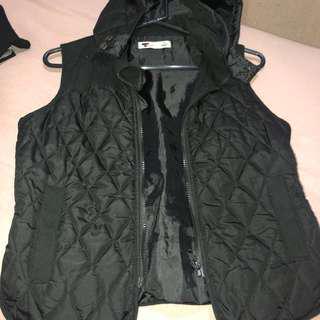 Temt hooded puffer vest