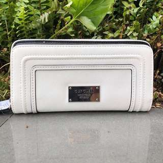 PO: White guess lady woman long wallet clutch purse