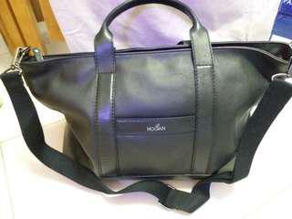 Hogan 黑色真皮大旅行袋(用過1次,幾乎全新,附有塵袋,肩帶可拆)(43×33×16cm)100%真貨。可一起到專門店驗貨