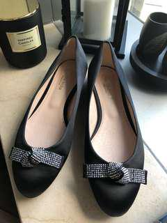 Venilla suite black flat shoes
