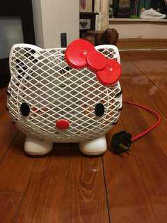Hello Kitty 風扇,2段風力,機身新淨,機件操作完全正常。注意:風線的電線本人自行綑上紅色電線膠市,介意者勿拍