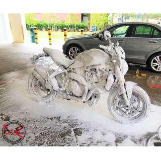 Bike Wash / Bike Grooming / Professional Detailing / Ducati Monster 1200