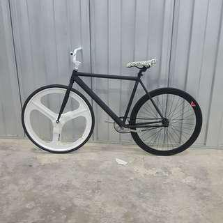 [NEW] Black White Theme With White Navigate Trispoke Single Speed Road Bike