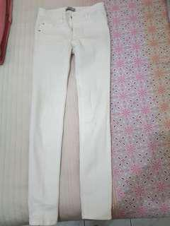 White jeans pull and bear