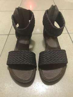 🚚 咖啡色編織涼鞋