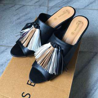 Selittoes Sabia Heels in Black
