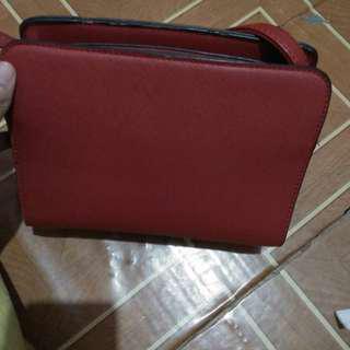 Stradivarius slingbag maroon