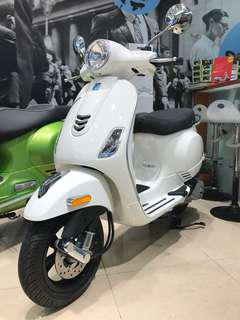 Vespa-LX125-白-業績車免規費辦到好