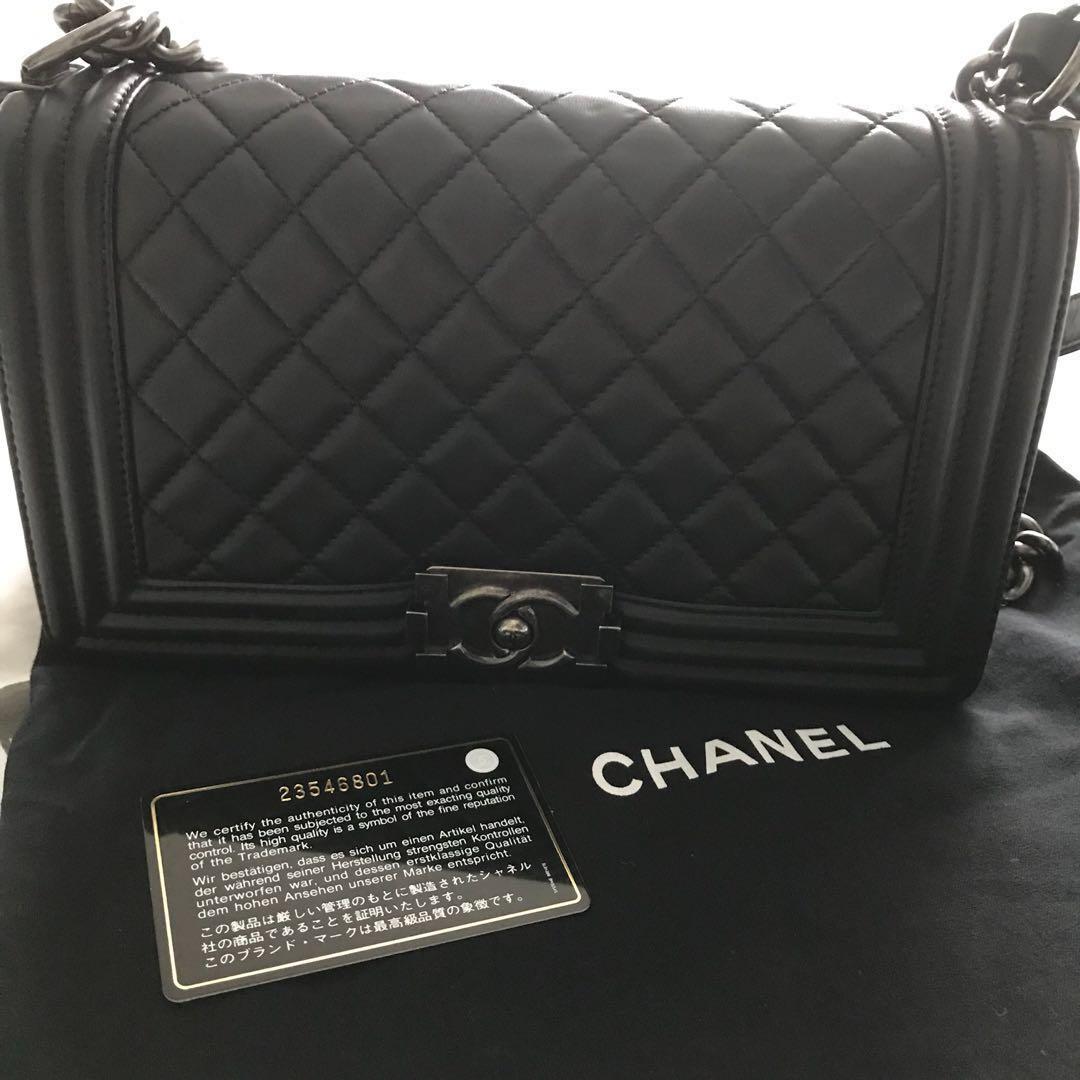 daa9530639c4 🔥 Chanel Boy Handbag Old Medium SHW, Luxury, Bags & Wallets ...