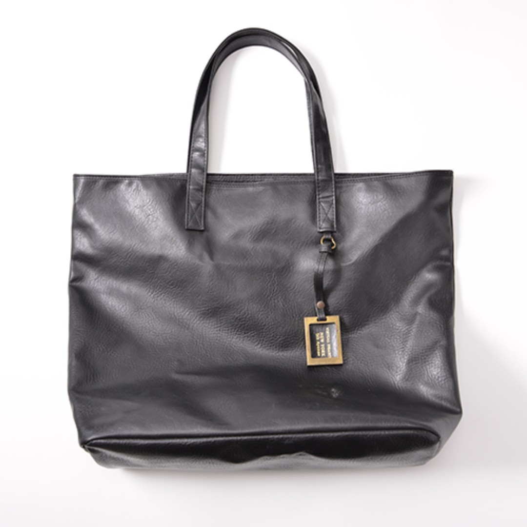 BNIP Black Faux Leather Basic Large Tote Bag, Women s Fashion, Bags    Wallets, Handbags on Carousell 72a3910d63