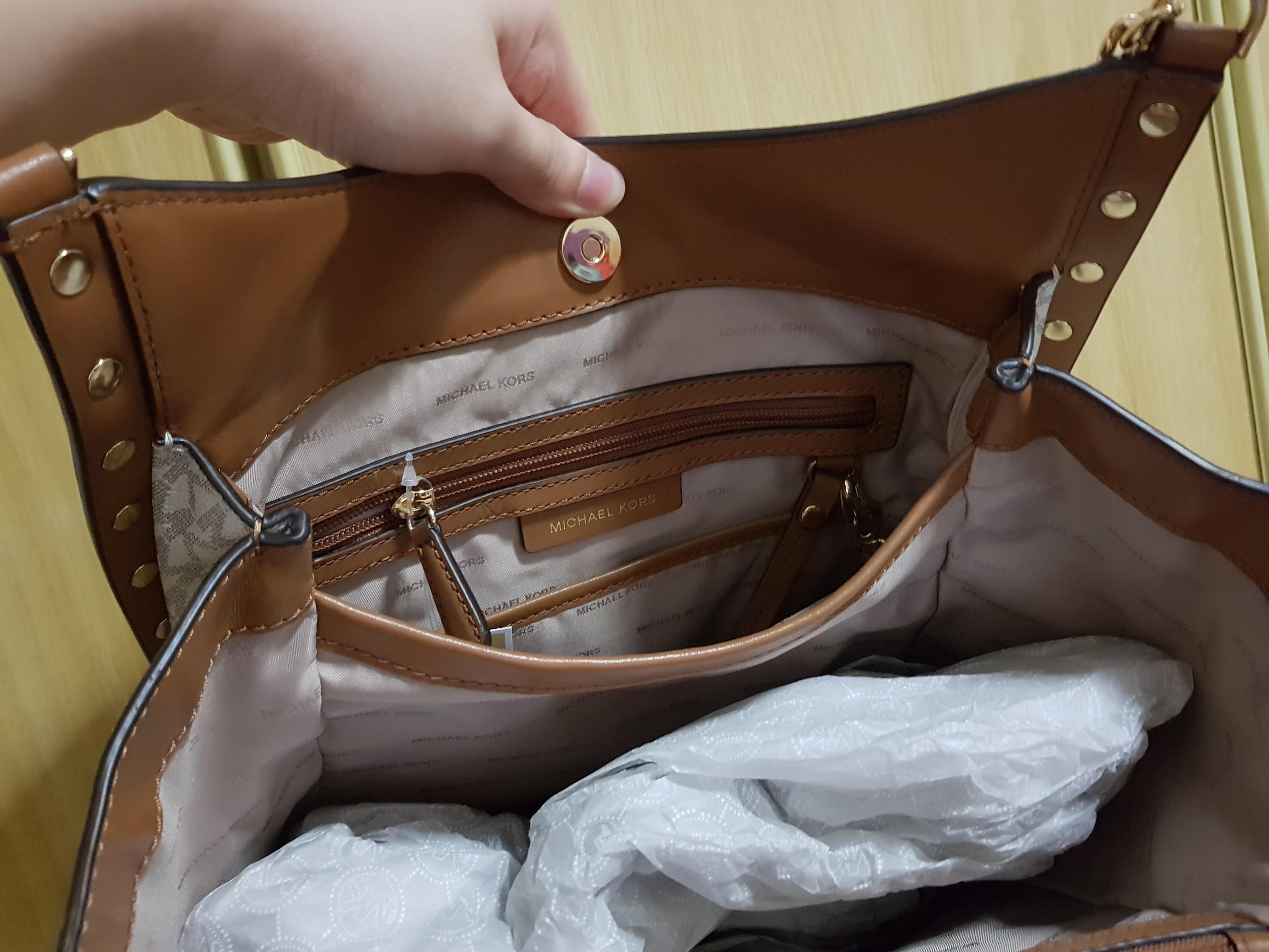 4e5bc97674cead Michael Kors Newbury Chain Tote- Vanilla (100% Authentic) INSTOCK!, Women's  Fashion, Bags & Wallets, Handbags on Carousell