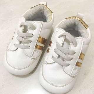 Sepatu Kets ~ Putih