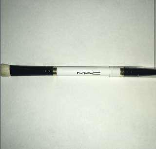 MAC Dual 2-in-1 Brush