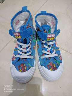 Sepatu h&m marvel