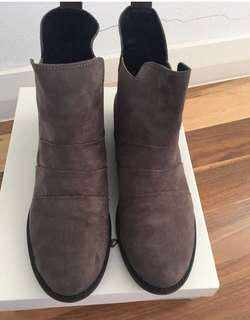 Suede Ankle boots in brown