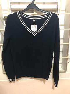 New, never been used uniqlo cashmere sweater