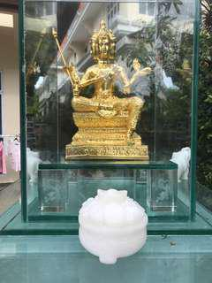 Temper Glass stand with 4 faced Buddha