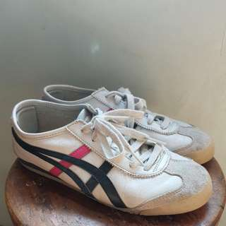 ONITSUKA TIGER SNEAKERS US6.5 (FITS WOMEN 7.5-8)