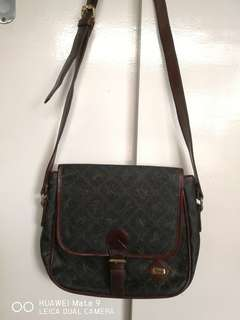 Rondo sling leather bag