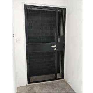 HDB Pet friendly mesh gate (vertical mesh gate) call leon 96177025