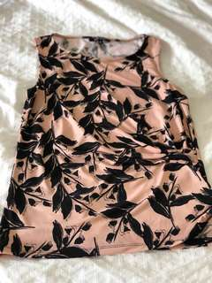 Floral peach colour top size 6-8 small