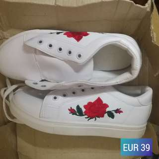 Rose Embroidery Shoes