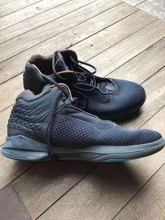 Brand black J crossover 2, US 10.5, Men's basketball shoes