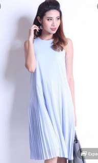 Neonmello pleated dress in light blue